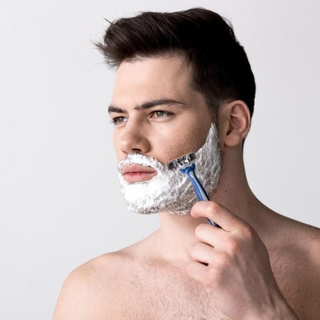 Haarentfernung im Gesicht: Möglichkeiten und Risiken